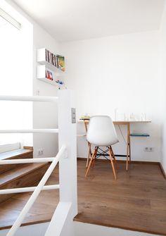 【つながる小空間】階段上のオープンなワークスペース