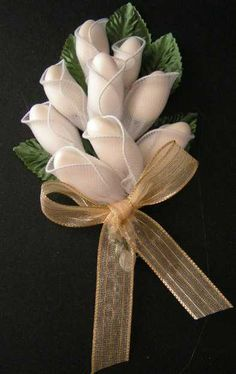 This exquisite hand-made Italian favor comes already made with 7 or 9 Jordan alm. - Nikah şekerleri - This exquisite hand-made Italian favor comes already made with 7 or 9 Jordan almonds in unique hold - Tissue Paper Flowers, Fabric Flowers, Rustic Wedding Favors, Wedding Decorations, Wedding Anniversary Gifts, Wedding Gifts, Almond Flower, Jordan Almonds, Nylon Flowers