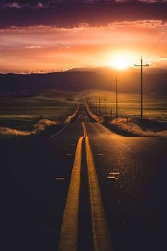 Sunset of a deserted road showing great leading lines composition Beautiful Roads, Beautiful Sunset, Beautiful Landscapes, Beautiful Places, Beautiful Nature Photography, Line Photography, Landscape Photography, Travel Photography, Sunset Photography