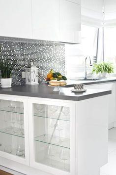 #Modern #kitchen with #glamour glitter mosaic elements. The #white colour in the interior of the kitchen adds space and a sense of cleanliness. #interior #design #ideas #inspirations #decor #Kuchnia #nowoczesna z elementami błyszczącej  mozaiki glamour. Kolor #biały we wnętrzu jakim jest kuchnia dodaje przestronności i poczucie czystości. #wnętrza #design #inspiracje #dekoracje