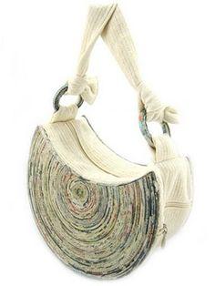 Идеи сумок из газет. Комментарии : LiveInternet - Российский Сервис Онлайн-Дневников Crafts To Sell, Diy And Crafts, Paper Crafts, Tie Dye Crafts, Paper Weaving, Cardboard Paper, Beaded Bags, Paper Beads, Knitted Bags