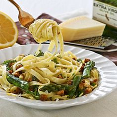 Fresh and zesty Asparagus and Breadcrumbs Fettuccine - so tasty and spring-like!