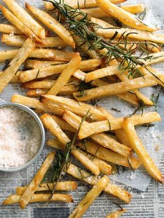 Matchstick Rosemary Potatoes - They look almost as yummy as the fries at Trappeze! Think Food, I Love Food, Food For Thought, Low Calorie Recipes, Healthy Recipes, Cooking Recipes, Side Recipes, Great Recipes, Favorite Recipes
