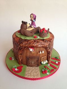 Masha and bear Cakes For Women, Cakes For Boys, 3d Cakes, Cupcake Cakes, Masha Cake, Fox Cake, Masha And The Bear, Sculpted Cakes, Bear Party