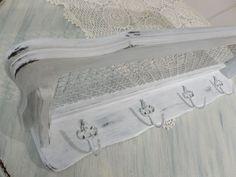 Garderobe+mit+Hutablage+von+Nostalgica+&+Mosaica+auf+DaWanda.com