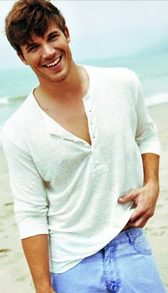 The crowd stops cheering for the game and looks the famous Matt Lanter. Blue eyes and brown hair, hot hot hot hot! Matt Lanter, Cody Christian, Christian Gray, Austin Mahone, Zac Efron, Channing Tatum, Chris Evans, Bad Boys, Pretty People