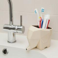 Diese Abtropfhilfe ist ein niedlicher Helfer in Küche und Badezimmer. Der kleine Elefant lässt Spülwasser ablaufen und sorgt für Ordnung am Waschbecken.