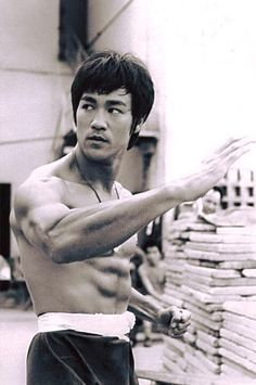 Always thought Bruce Lee was a seriously attractive man! Steven Seagal, Martial Arts Movies, Martial Artists, Wing Chun, Chuck Norris, Kung Fu, Karate, Eminem, Blue Lee