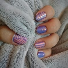 Spring nails #pink #purple #leaves #nailart #gellack