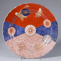 Japanese Meiji-Showa Period Imari Arita yaki 有 Large Plate Red White and Blue Porcelain w/ Kiku (Chrysanthemum) the Many Faces of Japan on Ruby Lane, Decorate in style for the fourth! Japanese China, Japanese Plates, Japanese Colors, Japanese Ceramics, Japanese Pottery, Japanese Art, Japanese History, Japanese Dishes, Japanese Porcelain