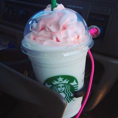 Uploaded by Sasha Brito. Find images and videos about starbucks and coffee on We Heart It - the app to get lost in what you love. Secret Starbucks Drinks, Starbucks Secret Menu, Starbucks Coffee, Starbucks Recipes, Frappuccino, Frappe, Milkshake, Starbucks Whipped Cream, Coffee Company