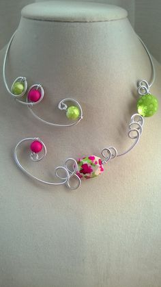 Lime and fuchsia Aluminium wire jewelry by LesBijouxLibellule Wire Necklace, Wire Wrapped Necklace, Metal Necklaces, Necklace Ideas, Collar Necklace, Bridesmaid Jewelry, Wedding Jewelry, Gifts For Women, Gifts For Her