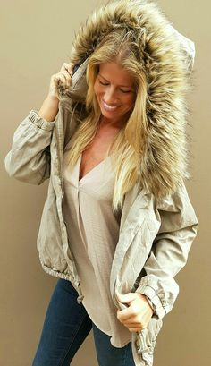 Chaqueta beige con capucha de www.wayandstyle.com