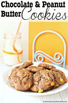 Do you love chocolate? Do you love peanut butter? Then these super easy and quick peanut butter chocolate cookies are just for you! Totally addicting and even better with a tall glass of milk, this cookie recipe is a k Best Cookie Recipes, Cake Recipes, Dessert Recipes, Love Chocolate, Chocolate Peanuts, Delicious Desserts, Awesome Desserts, Fall Desserts, Chocolate Peanut Butter Cookies