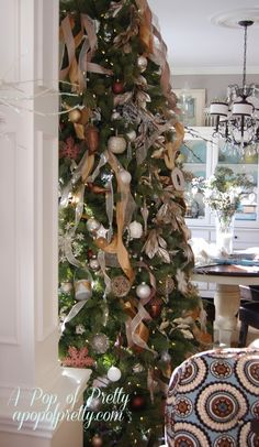 Here's another way of adding ribbon to your Christmas tree. Open pin to see instructions