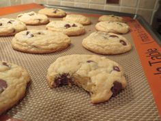 {The BEST} Chewy Café-Style Chocolate Chip Cookies. Chewy on the inside, crisp on the edges, and stay soft 2 days later!