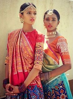 Indian Fashion — Handwoven Heritage Weaves by Gaurang Shah Models -. India Fashion, Ethnic Fashion, Asian Fashion, Colorful Fashion, London Fashion, Indian Attire, Indian Wear, Indian Dresses, Indian Outfits