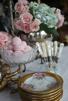 Baby shower brunch party afternoon tea Ideas for 2019 Brunch Mesa, Brunch Buffet, Beautiful Table Settings, Wedding Table Settings, Place Settings, Vintage Modern, Vintage Tea, Vintage Bridal, Vintage Pink