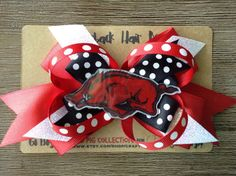 New! Made especially for those sweet Hog fans out there.  This bow measures about 4x6 and the hog topper measures about 1.5x3. It is on a regular-sized alligator hair clip.  Makes a perfect gift as well!  Go Hogs!  -Tomomi