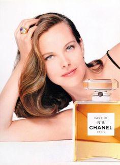 Carole Bouquet pour Chanel n°5, le chic parisien