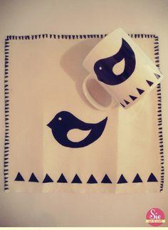 Para un casa con diseño ♥ Bat Signal, Superhero Logos, Crafts, Art, Mugs, Art Background, Manualidades, Kunst, Handmade Crafts
