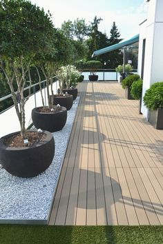 We have some terrific balcony garden design ideas and also crucial pointers that you can utilize for motivation on your rooftop. terrace garden 33 Beautiful Rooftop Garden Design Ideas to Adding Your Urban Home Roof Terrace Design, Rooftop Design, Balcony Design, Patio Design, Back Gardens, Outdoor Gardens, Rooftop Gardens, Terrasse Design, Backyard Landscaping