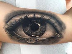 Ojo realista en black and grey situado en el interior del brazo izquierdo. Curado 60 días. Tattoo Artist: Franky Lozano Aa Tattoos, Arm Tattoos For Guys, Black Tattoos, Body Art Tattoos, Sleeve Tattoos, Cool Tattoos, Ojo Tattoo, Persian Tattoo, Spider Web Tattoo