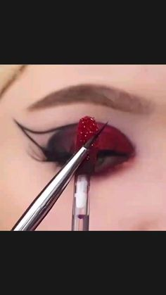 Edgy Makeup, Eye Makeup Art, Smokey Eye Makeup, Skin Makeup, Eyeshadow Makeup, Creative Eye Makeup, Colorful Eye Makeup, Eye Makeup Designs, Eye Makeup Steps