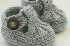 Knitting Patterns for Baby Hand Knitted Baby Shoes-Booties … Discover thousands of images about Alda Fernandes See pattern link in responses on page. See pattern link in responses on page. This Pin was discovered by Mon These cute little T-bar shoes ha Baby Knitting Patterns, Baby Booties Knitting Pattern, Baby Girl Patterns, Crochet Baby Shoes, Crochet Baby Booties, Vogue Knitting, Hand Knitting, Baby Bootees, Space