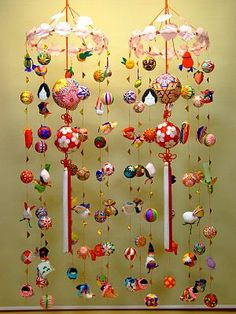 "Sagemon literally means ""hanging stuff"" in Japanese. They are mobiles made of traditional Japanese toys and may included temari, kimekomi balls and little fabric dolls of popular insects, birds, fish, etc. Mobiles, Japanese Toys, Japanese Art, Traditional Japanese, Diy Design, Book Crafts, Diy Crafts, Hina Matsuri, Origami"