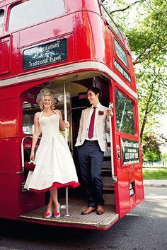 Cute Rockabilly Wedding Dress Forget the dress, look at the bus! Retro Wedding Theme, 50s Wedding, London Wedding, Dream Wedding, Wedding Tips, Wedding Photos, Geek Wedding, Medieval Wedding, Quirky Wedding