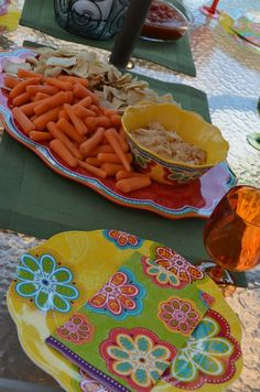 Pier 1 Outdoor Oasis Party melamine dinnerware #Pier1OutdoorParty #Sponsored #MC