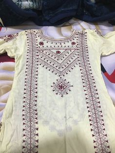 Hand Embroidery Dress, Kurti Embroidery Design, Embroidery On Clothes, Embroidered Clothes, Embroidery Fashion, Baby Girl Dress Design, Girls Frock Design, Bridal Dress Design, Beautiful Dress Designs