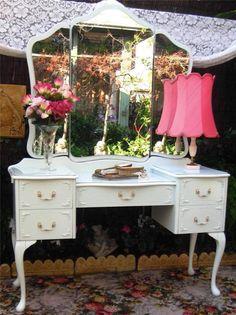 FRENCH PROVINCIAL QUEEN ANNE DRESSING TABLE DESKC BEDSIDES BEDHEAD BEDROOM SUITE
