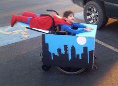 insolite enfant fauteuil roulant superman