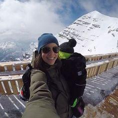 🤔Sind wir total verrückt??? Einen 2 Jährigen auf den Berg schleppen??? Am Blog nehmen wir euch heute auf 3.244 m, den Gipfel der Tofana in @cortinadolomiti mit.  Wir hatten einen abenteuerlichen Tag, inklusive Sesselliftfahrt, der ersten Abfahrt und der neuen Aussichtsplattform... das alles gibts auch in deinem 🎥 Video, ich freu mich wenn ihr es euch gleich am Blog anschaut! Der link findet ihr in der Bio... 🍯❄️ mit dem Schneeanzug von @reimagermany w Fitness Workouts, Berg, Canada Goose Jackets, Winter Jackets, Link, Fashion, Happy Kids, Parents, Winter Coats