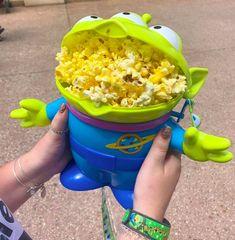 People Shared Disney Parks Hacks And They're Helpful Comida Disney World, Disney World Food, Walt Disney World, Disney Worlds, Disney Parks, Best Disney Park, Disney Desserts, Disney Recipes, Disney Tips