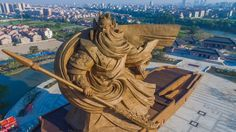 なんというデカさ!超巨大な関羽の像が中国、荊州市に現れる 写真5枚 - 小太郎ぶろぐ