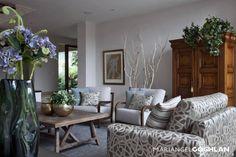 Caúcaso: Salas de estilo Moderno por MARIANGEL COGHLAN