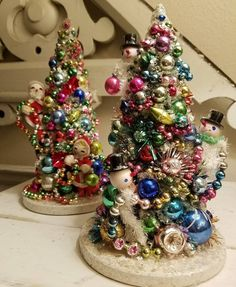 vintage christmas crafts Having a little fun now with all the vintage Christmas goodies! These colorful trees headed to the beautiful monticelloantiquemarketplace Vintage Christmas Crafts, Antique Christmas, Vintage Ornaments, Vintage Holiday, Christmas Projects, Holiday Crafts, Vintage Christmas Decorating, Retro Christmas Decorations, Primitive Christmas