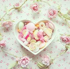 sweet candies and roses ♥ Dessert Yves Rocher, Soft Colors, Pastel Colors, Soft Pastels, Yummy Treats, Sweet Treats, Pastel Cupcakes, All I Ever Wanted, Tumblr
