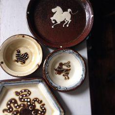 長崎の小島鉄平さんから器が入荷しました。  愛嬌ある動物たちが描かれたスリップウェア。豆皿からカレー皿に出来そうな楕円鉢まで、様々な絵柄で入荷しております。  #表参道門 #表参道 #渋谷 #東京 #うつわ #器 #器屋 #陶器 #小島鉄平 #スリップウェア #動物 #長崎 #omotesandomon #omotesando #shibuya #tokyo #japan #slipware #ceramics #pottery #modern #animals #life #japanese #handmade
