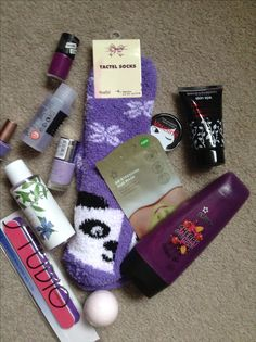 This purple pamper kit is a great gift idea for a teenager. All you need are fluffy socks and shower gels, nail varnish and any other purple beauty item you can find at your local  store