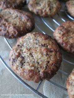 Uma Pitada de Noz Moscada: Cookies de Aveia, Chocolate e Amêndoa