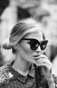 I want those sunglasses!! Kate Moss #model #blackandwhite