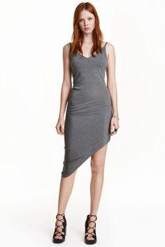 3db788a4bda H M vous propose une large gamme de robes pour femme pour différentes  occasions. Découvrez les dernières tendances en ligne ou en magasin.