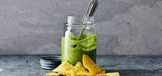 Recipe for a cold Salsa Verde with a kick. Dip Recipes, Mexican Food Recipes, Vegan Recipes, Salsa Verde, Munnar, Santa Maria, Quesadilla, Tortilla Chips, Fajitas
