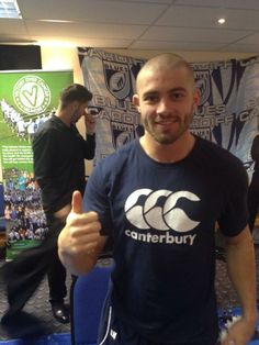 Leigh Halfpenny after shaving his head for Velindre! The Cardiff Blues have raised over so far and the amount is still rising! Canterbury, Rugby 7's, Wales Rugby, All Blacks, Rugby Players, Cardiff, Male Face, Hot Guys, Blues