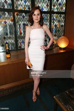 Look of the Day - August 2015 - The Downton Abbey Wrap Party At The Ivy, London from - Michelle Dockery Michelle Dockery, Casual Work Outfits, Work Casual, White Outfits, Downton Abbey, Gold Dress, White Dress, Nice Dresses, Short Dresses