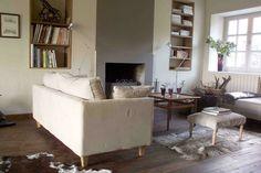 Le salon, côté cheminée. www.leschaix.com, maison de vacances et de WE
